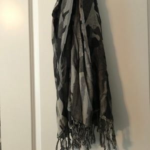 Camo scarf with fringe detail